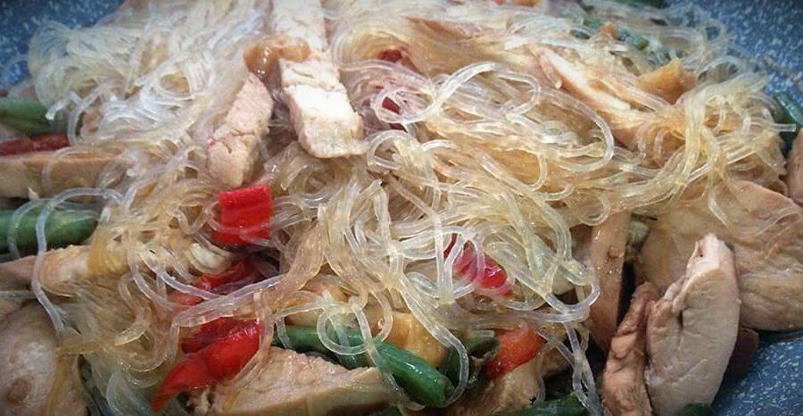 рецепт рисовой лапши с овощами и курицей