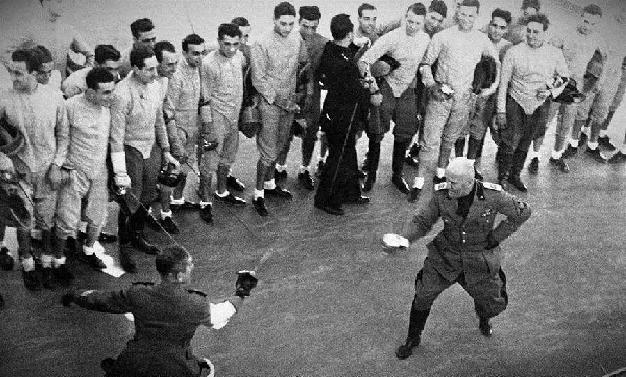 Муссолини тоже был не прочь показать свою силу и отвагу