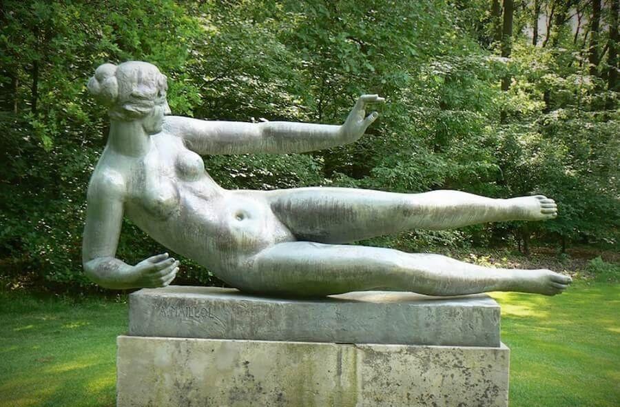 Одна из скульптур, прототипом которых стала знаменитая муза