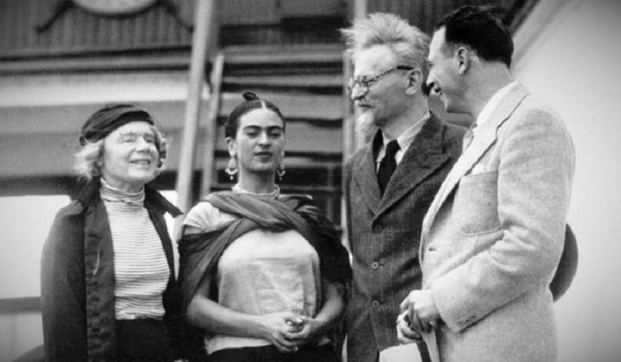 Лева Троцкий, его жена Наталья и Фрида Кало