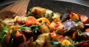 тушёные баклажаны с овощами и чесноком