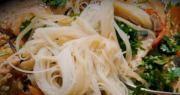 risovaya lapsha s ovoshchami v soyevom souse